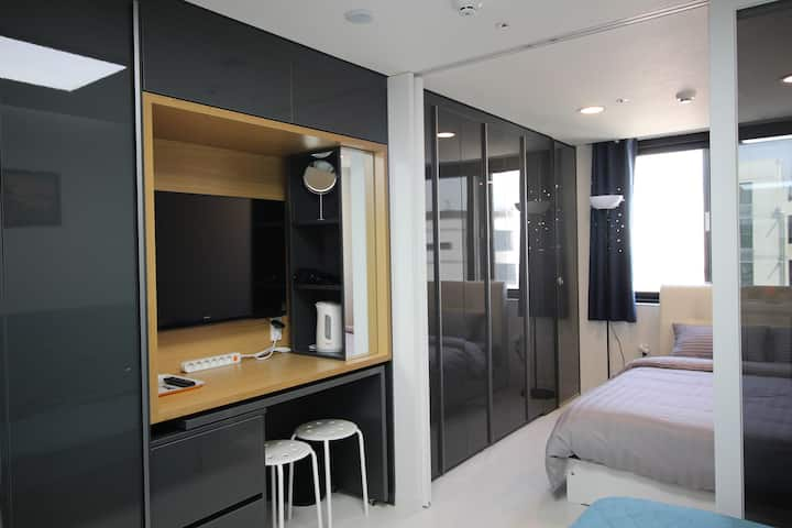 S8[Airport 1.7km, DutyFS 1km]1 Queen Bed Residence