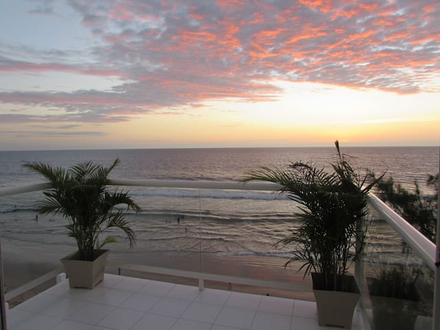 Luxury Penthouse Directly on the Beach in Town!! - Montanita