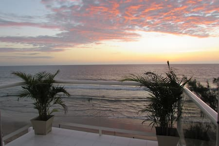 Luxury Penthouse Directly on the Beach in Town!! - Montanita - Condomínio