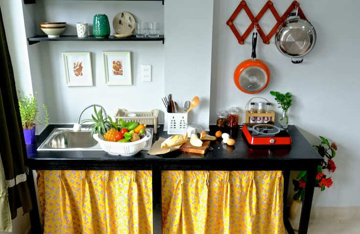 A charming kitchen, you can cook  something after a day tour