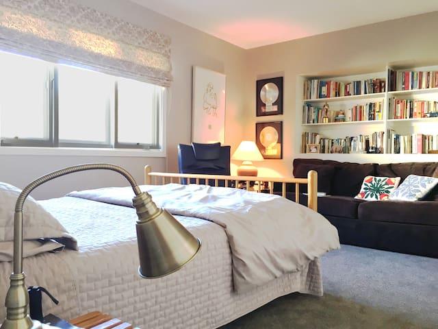 Private Mini-Suite South of Blvd