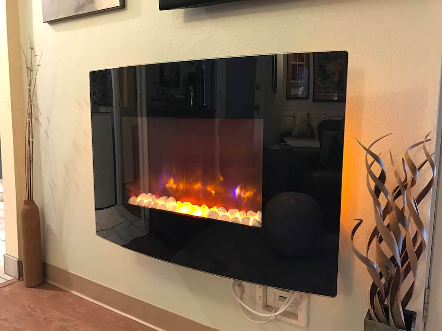 Beautiful contemporary electric fire place with or without heat