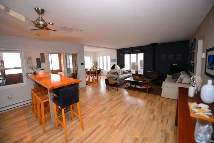 3Bdrm/2 bath : West Cape PEI Ocean Front Home
