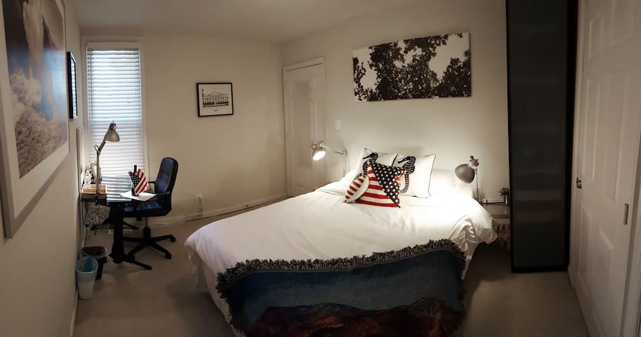 Queen Bedroom in H ST / Capitol Hill Rowhome - Waszyngton - Dom