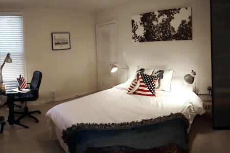 Queen Bedroom in H ST / Capitol Hill Rowhome - Washington - Rumah