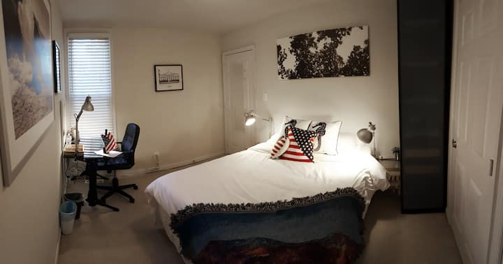 Queen Bedroom in H ST / Capitol Hill Rowhome
