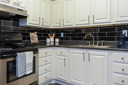 Bright Lavish & Chic 1Bdrm Suite with pool access