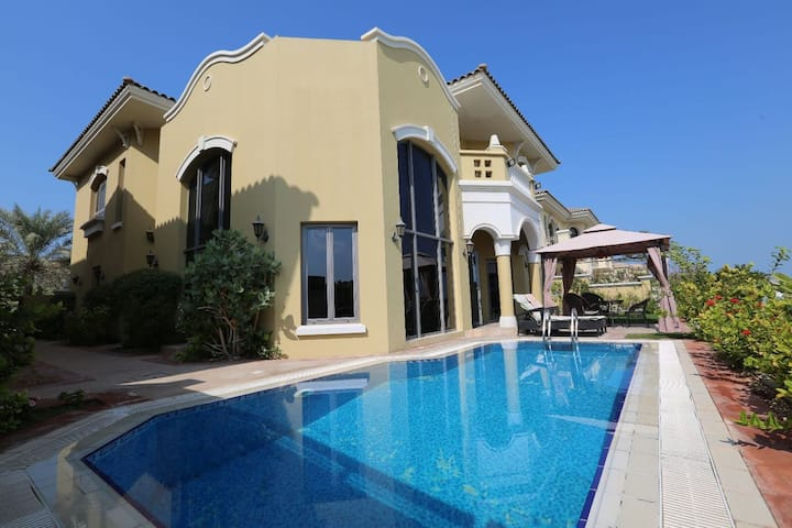 Stunning Villa 4 BR+M (Fully Furnished)