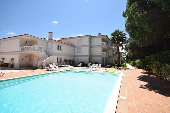 Apartment on the ground floor in the beautiful golf resort of Praia d'el Rey