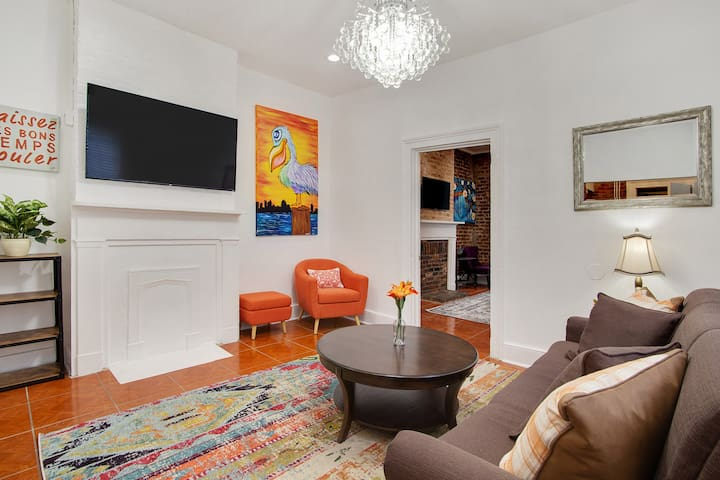 Bright living room with chandelier and complimentary Netflix