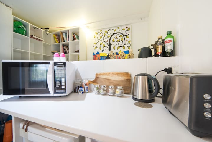 The kitchenette is equipped with fridge, microwave, kettle, tea pot, toaster & courtesy tea, coffee, milk & such essentials as salt & pepper. Note: there are no cooking facilities such as a stove or oven.  Bringing your own cooker is not permitted
