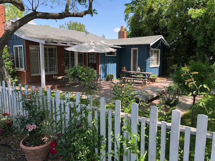 Charming Old Fig Garden Rustic Cottage with Pool