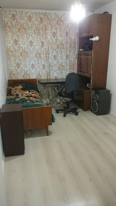 отдельная комната со спальным и рабочим местом