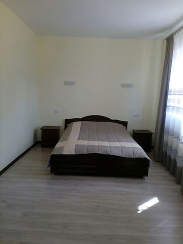 дві одинакових спальні