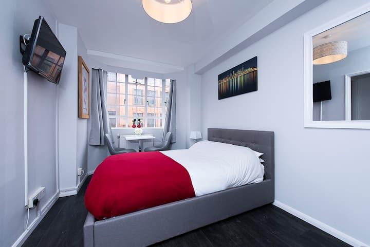 Cozy studio flat in the heart of Chelsea!!