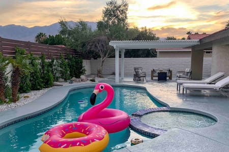 MID-CENTURY MODERN PALM  SPRINGS SWEET ESCAPE