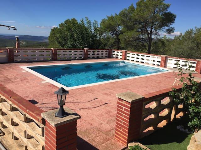 Haus mit Pool und tollem Meerblick