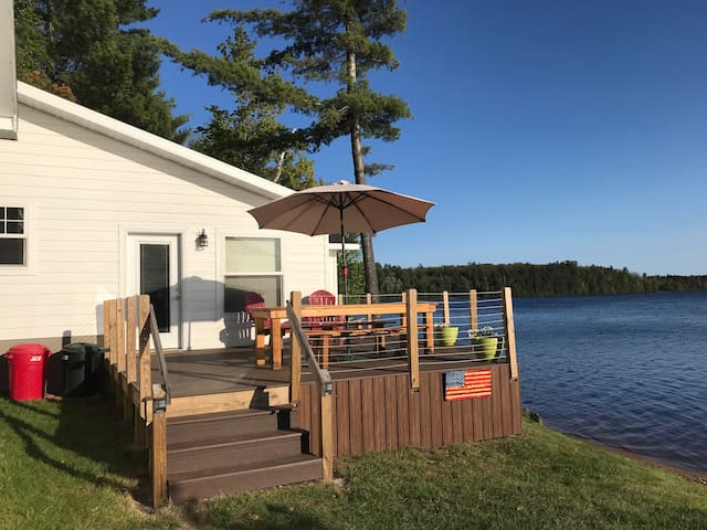Lakeside Cabin, 3 Bedrooms, 2 baths, Sleeps 10