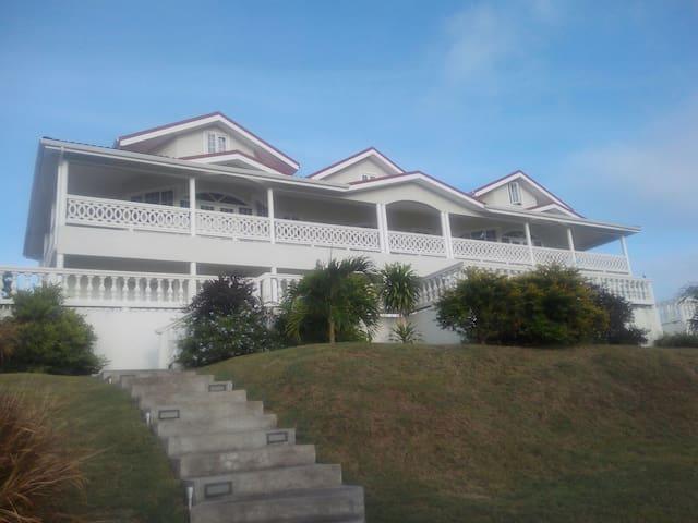 Bourne Villa near Golf Club & beach - Cap Estate - Apartamento