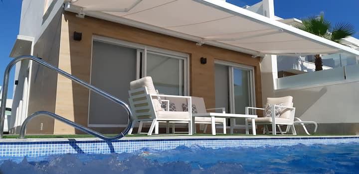 New 3 bdrm villa, private pool, jacuzzi, waterfall
