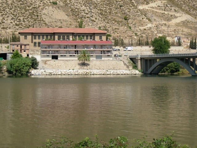 River Ebro fishing apartment in Mequinenza