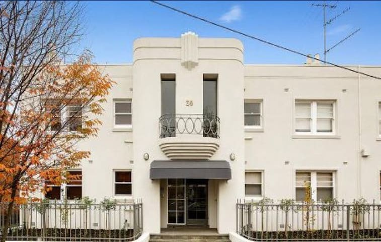 ART DECO-  with private carpark! - East Melbourne