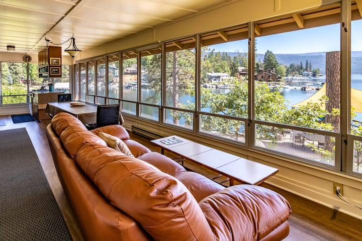 Amazing Views from Cabin right on the water!