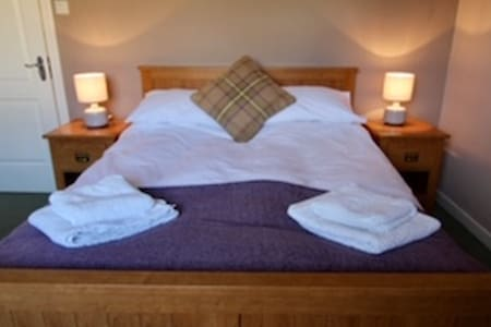 Comfortable double room with ensuite shower and toilet