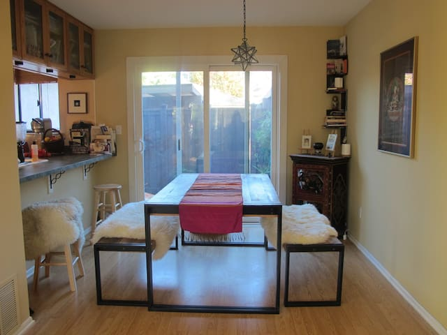 Two Rooms in Bright Sunny Spacious Townhouse - Agoura Hills - Apartamento