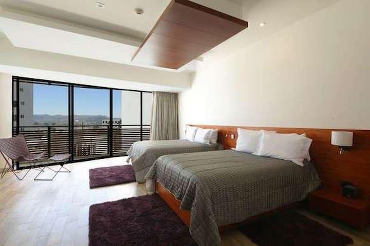 Hermosa y lujosa habitación con dos camas