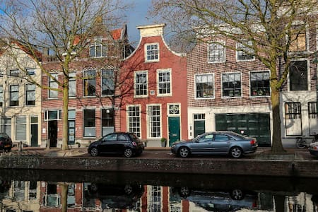 Traditional and luxurious monumental townhouse - Gouda - House