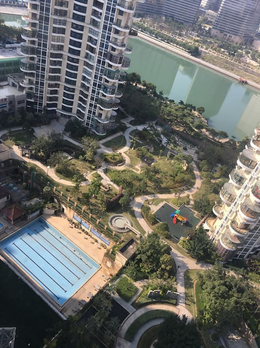 小区内标准游泳池,有室内和室外两个区域(Swimming Pool)