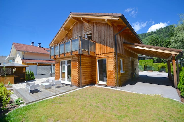 Chalet Seven-modern, Austrian blockhouse with its own garden and a wonderful terrace