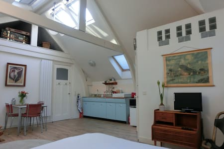☼ Vintage Attic Studio in Historic Townhouse - 鹿特丹