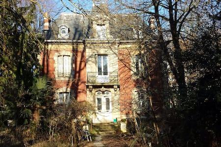 Tres belles propriete dans un parc - Villiers-le-Bel - Hus