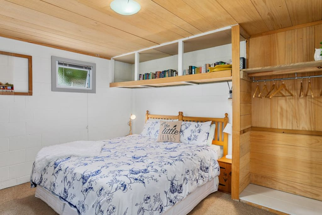 King size bed, selection of books, side lamps, wardrobe