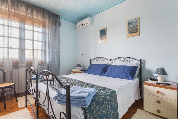 B&B Il Mirto Blue room   iun /E5303