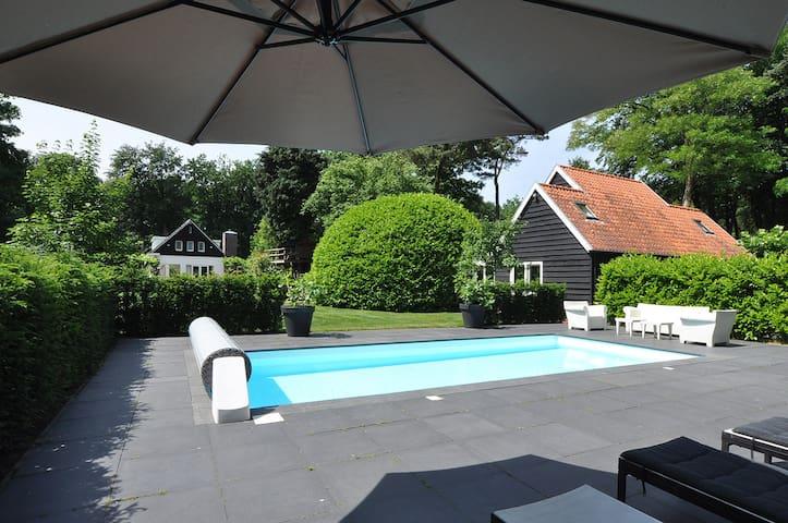 "Prachtige (private) Villa in het bos  ""De Goyer"" - Eemnes - Penzion (B&B)"