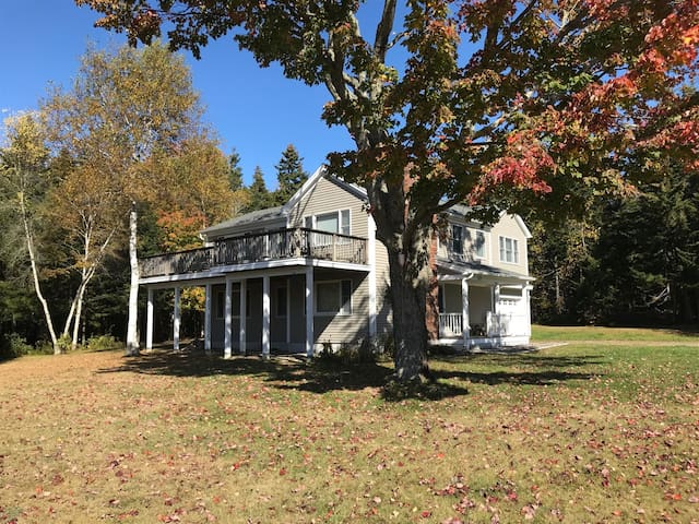 New for 2020! Pemaquid Trail home with three bedrooms and beautiful water views