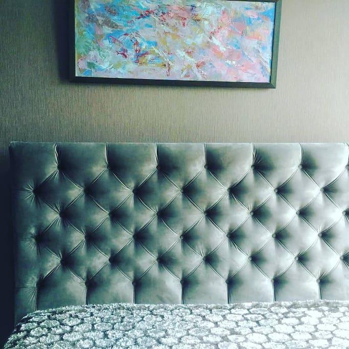 Удобная кровать с ортопедическим матрацем
