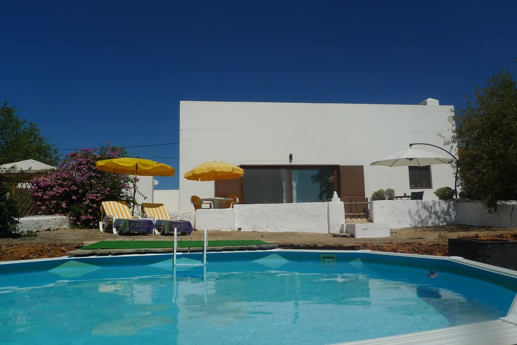 Front terrace, eirado with access to the above ground pool 5m x 3.66m x 1.20m
