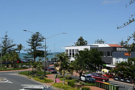 2 bedroom unit: Ideal location - Yeppoon