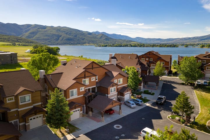 Lakeside Resort Condo w/Snowbasin Views