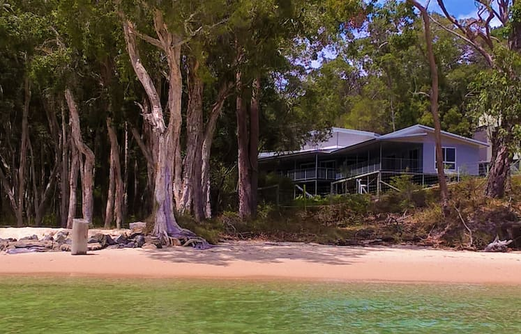 Oceanfront Retreat - Fraser Island