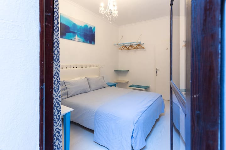 quiet room with private bathroom - Palma - Lejlighed