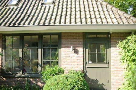 De Engelse Kamer in Mien Ruys tuin: Utrecht eo - Villa