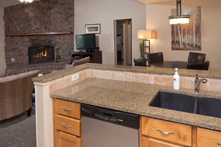 Avon luxury stay at Falcon Point! (3BR Weekly)