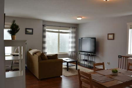 College Heights/Westwood Lake private upper suite.
