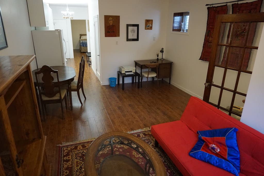 Parkdale Blue House Clean Comfortable Guest Suites For Rent In Toronto Ontario Canada