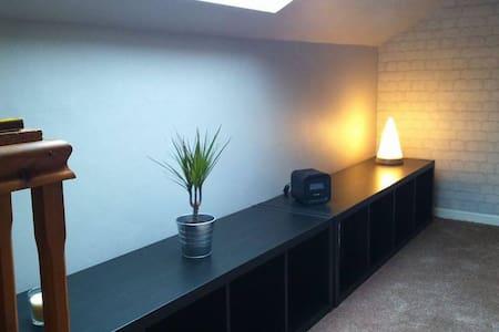 Relaxing Loft Area & Bedroom Bolton - Casa